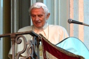 Il-y-a-un-an-Benoit-XVI-quittait-le-Vatican-laissant-le-siege-de-Pierre-vacant_article_main