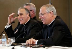 a20-0000-000-cardinal-daniel-dinardo-nouveau-president-conference-episcopale-etats-unis-centre-mgr-jose-gomez-droite-president_0_730_499