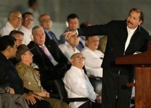 a04-06-castropresident-nicaragua-daniel-ortegade-soiree-dhommage-fidel-castro-29-novembre-gauche-droite-president-venezuela-nicolas-maduro-president-cuba-raul-castro_0_730_523